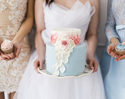 Bride holding a beautiful wedding cake