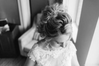 bride's beautiful wedding hair style