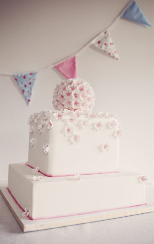 square wedding cake with pink detail