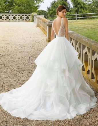 Stunning Bridal is a bridal shop in Northampton stocking wedding dresses from Donna Salado, Mark Lesley and Mori Lee
