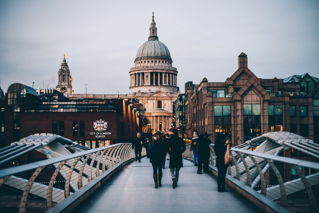 St Pauls Cathedral in London - perfect city for a minimoon - Photo by Anthony DELANOIX on Unsplash
