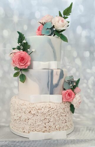 Craftcakehole is a wedding cake designer based in Newquay, Cornwall