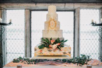 Pretty & Punk wedding cake