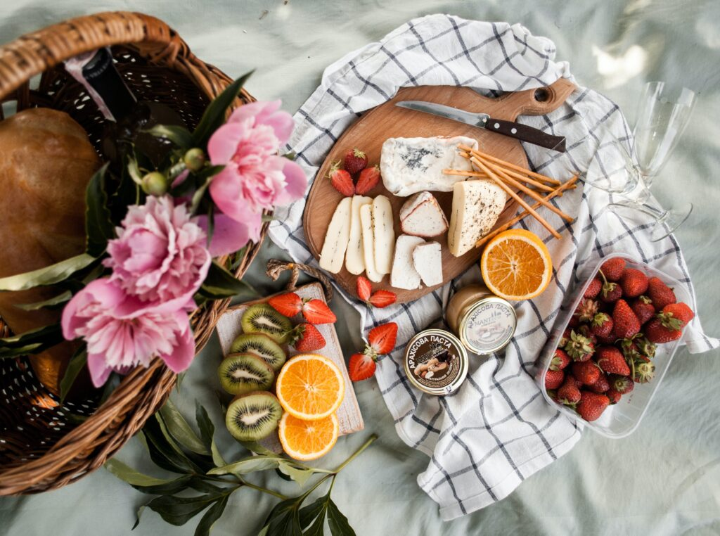 Alternative wedding catering - picnic boxes for your wedding catering