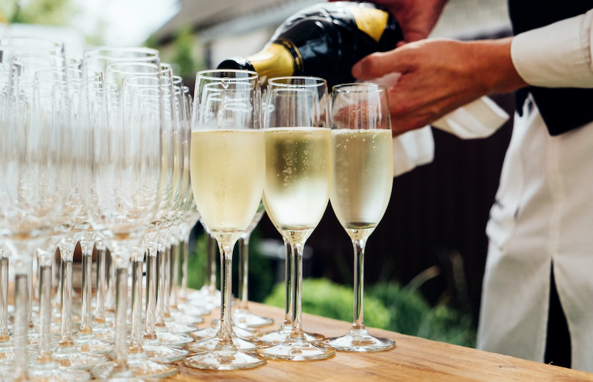 Understanding the cost of your wedding catering and wedding bar