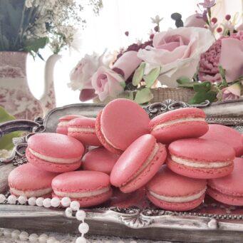 Amelia Rose Cake Studio is an award winning wedding cake designer in Northamptonshire providing edible favours