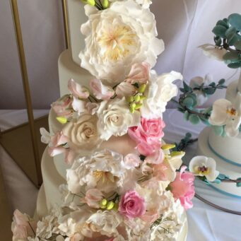 De Gustibus Cakes are creators of bespoke wedding cakes in Northampton.
