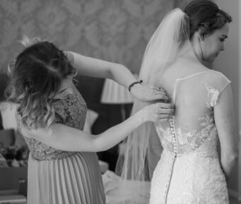 Lauren Collins Photography is a female wedding photographer based in Northampton offering natural, documentary style wedding photography
